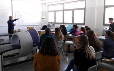 Clases de medicina tradicional china en la Universidad de Almería